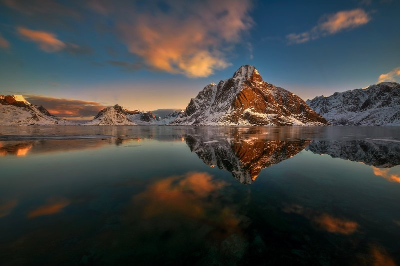 Dawn in Reine, Norwayphoto preview