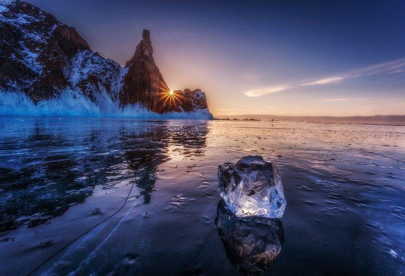 байкал, зима, лед, снег, путешествие, закат, солнце Бриллиант в лучах закатаphoto preview