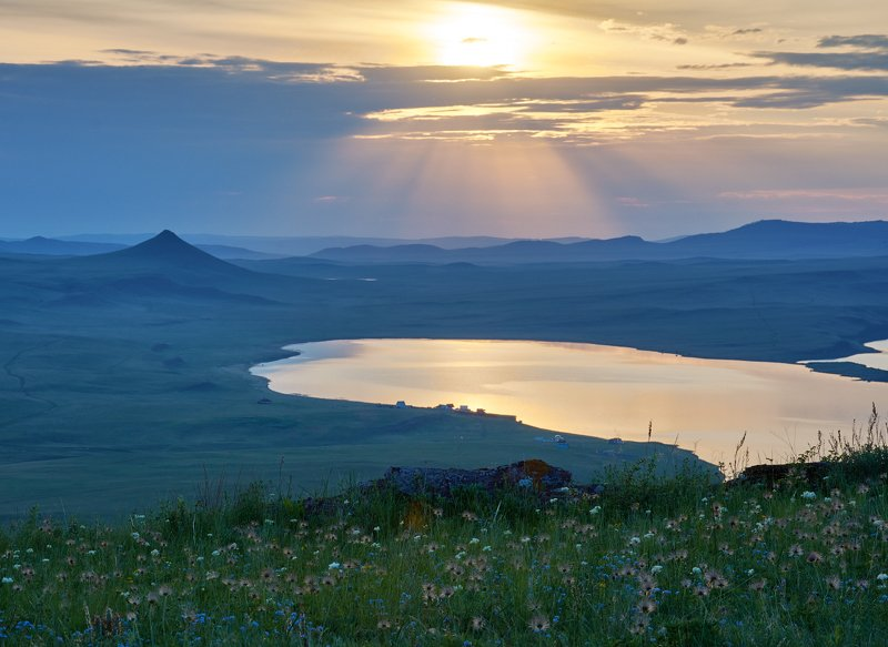 рассвет , озеро, хакасия Вид на озеро Белеphoto preview