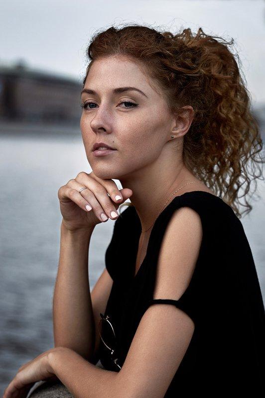#стихи #высказывания #цитаты #портрет #актриса #каккино #фотопрогулка #фотоссесия #фотограф #максимкоротовских Я пишу себя в каждой строчкеphoto preview