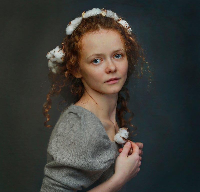 портрет, девушка, рыжая, кудрявая, крупный план, глаза, волосы, руки, венок, взгляд, характер, настроение, модель, свет, цвет, жанр Настоящая Катяphoto preview