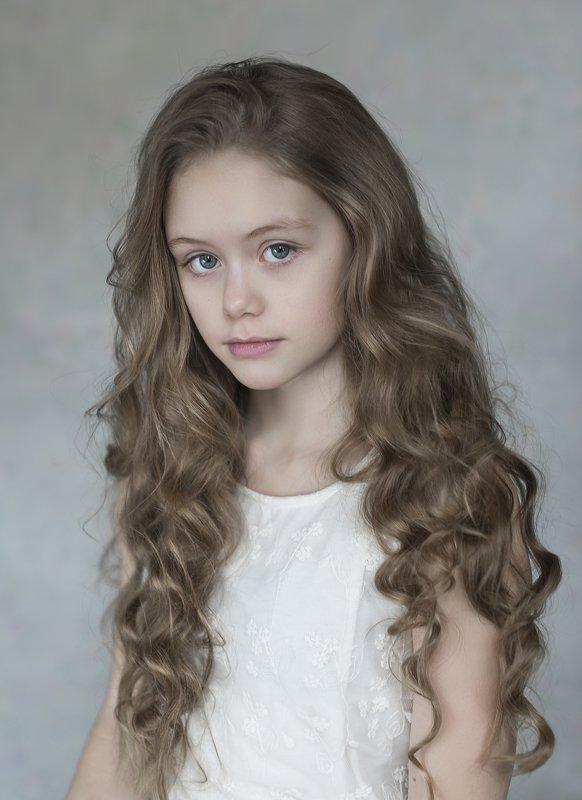 девочка , дневной свет , длинные волосы , портрет , детский портрет photo preview
