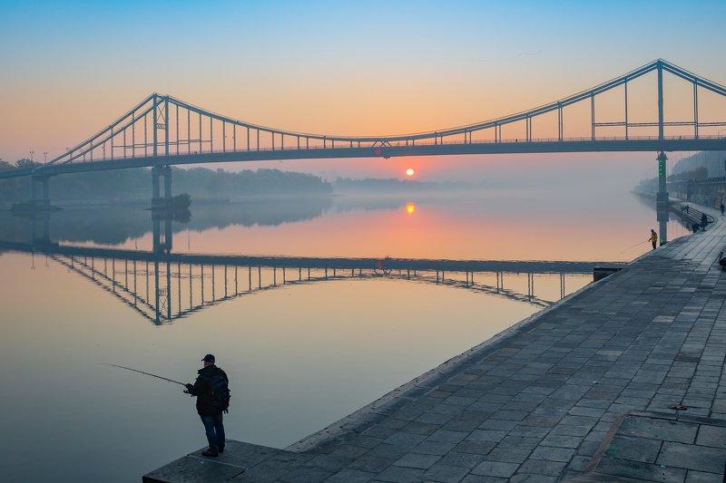 Пешеходный мост на рассветеphoto preview
