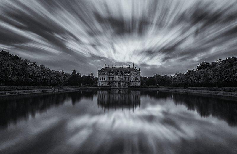 Palace in Grosser park фото превью