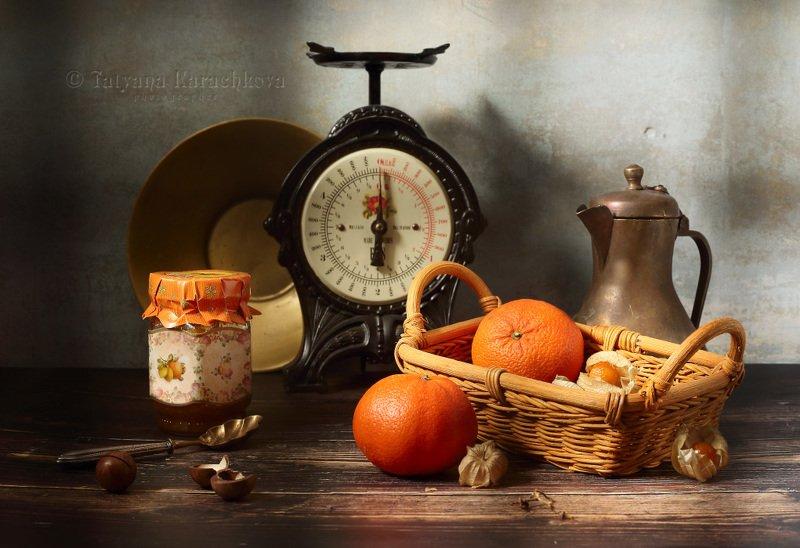 натюрморт, кухня, весы, фрукты, яблоки, виноград, мандарины, физалис, варенье, кофейник, кувшин, тарелка, нож, посуда Кухонные зарисовкиphoto preview