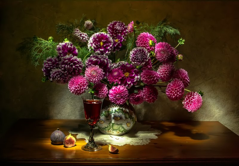 натюрморт, георгины, вино, инжир А скоро будет лето....photo preview