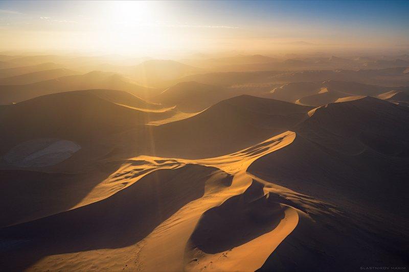 намибия, пустыня, песок, закат, солнце, ветер, золото, путешествия, африка, namib, namibia, africa, travel, explore, outdoor, desert, sand, wind, alone, dunes, sun, sunset, color, sky Namibphoto preview