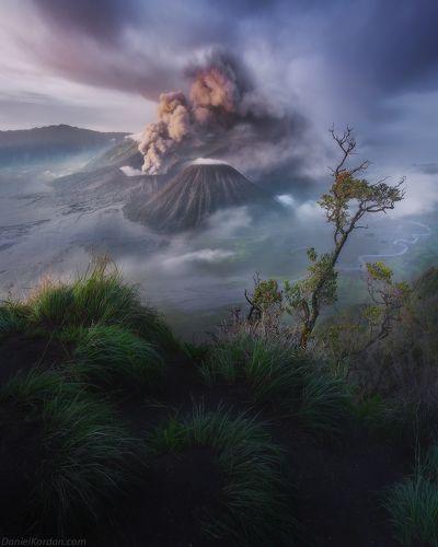 Bromo eruption