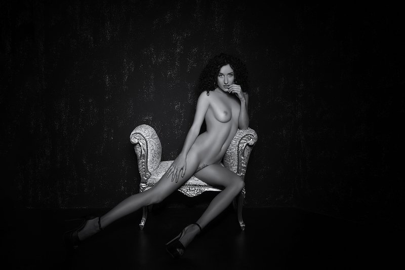 model, nude, naked, glamour, woman, female, black and white, body, sexy, sensual, curves, portrait, erotica, fine art, legs, boudoir, hair, pose, Lucaphoto preview