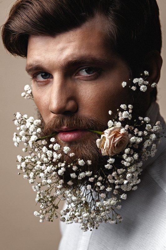 мужской портрет, парень, борода, мужчина, цветы, роза, бьюти Игорьphoto preview