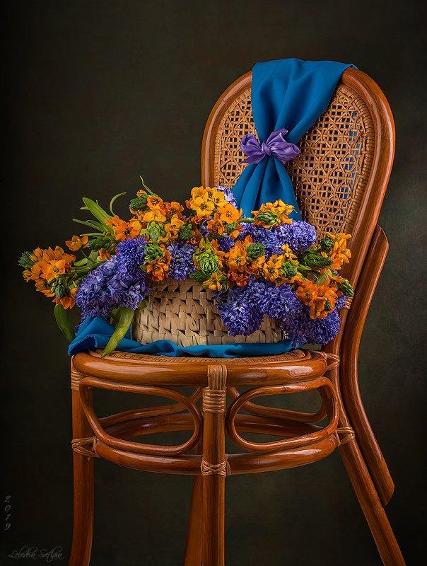 гиацинты,птицемлечник,столик,стул,корзина,stilllife С гиацинтамиphoto preview