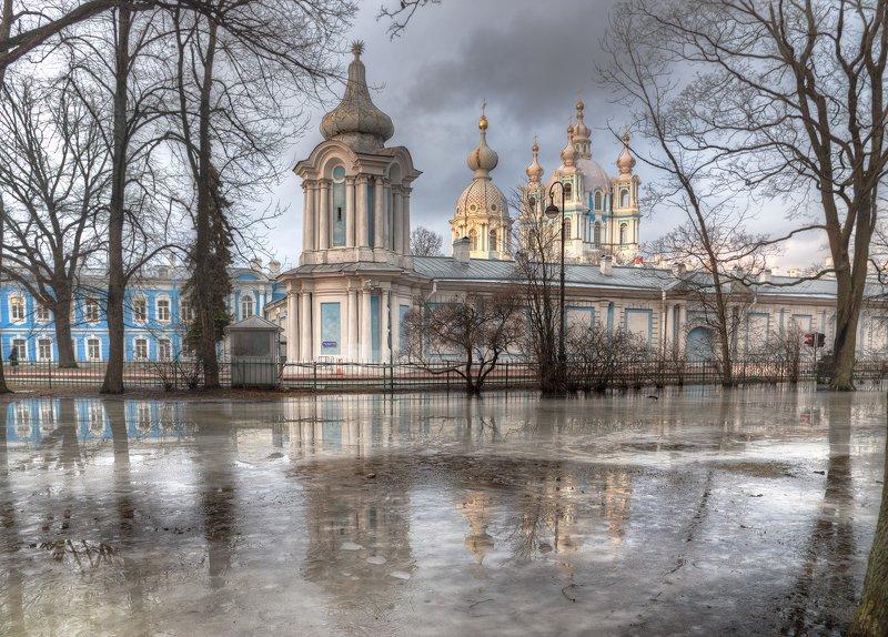 Смольный собор. Санкт-Петербург. Веснаphoto preview