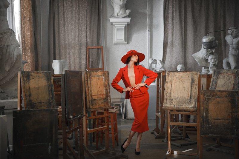 фэшн, шляпки, арт фото, девушка в красном, скульптуры ***photo preview