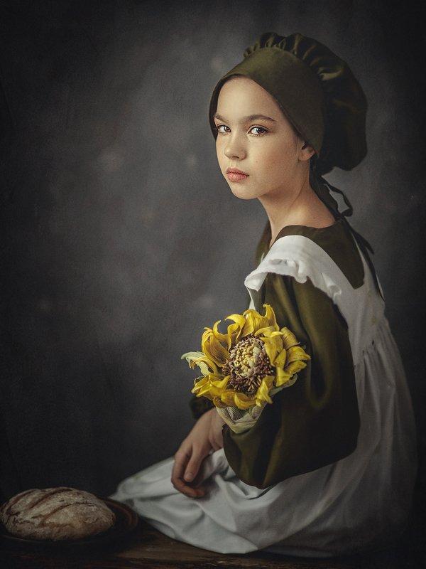 Девочка с подсолнухомphoto preview