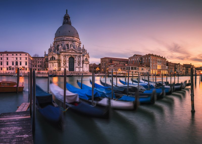 nightscape, night, italy, venice, venezia, long exposure, light, city, cityscape, old, water, sea, blue hour, architecture, sunset, glow, glowing, colors, clouds, water, gondolas, Glowing Venicephoto preview