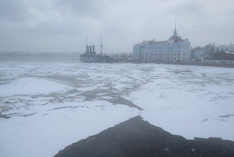 аврора крейсер зима город снег холод снегопад река Аврора.photo preview