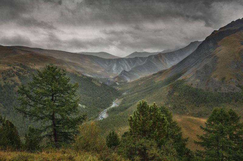 горы, облака, природа, алтай, рассвет, река, путешествие, россия, озеро Вид на долину Ярлу в непогодуphoto preview
