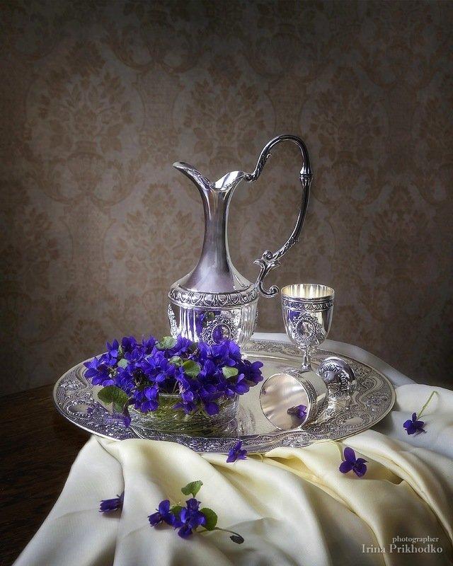 натюрморт, весна, цветы, фиалки, серебро, интерьер Серебряный векphoto preview