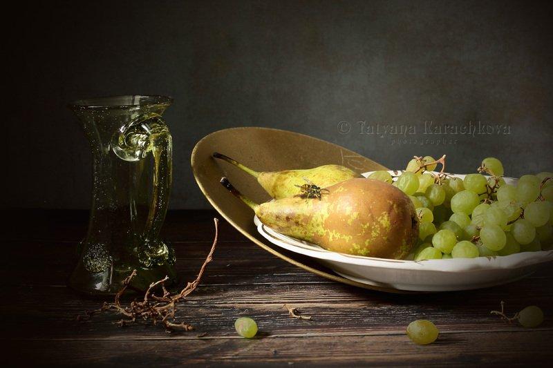 натюрморт, фрукты, виноград, груши, фужер, бокал, сок, вино Фруктовая тарелкаphoto preview