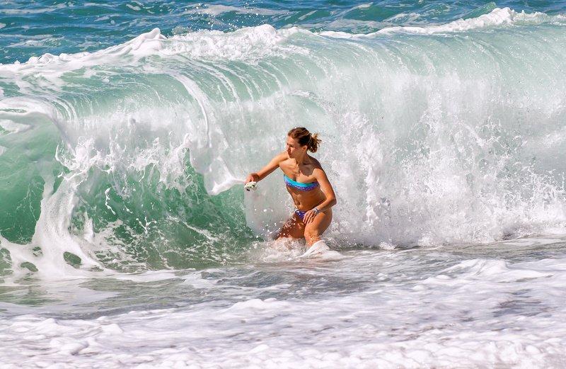 море, волна, шторм, девушка, купание, опасность За секунду до .....photo preview