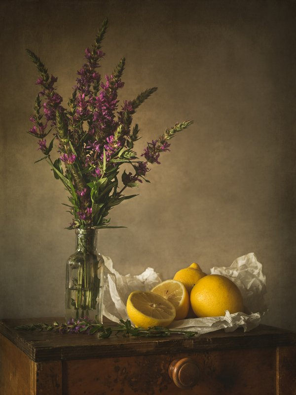 still life yellow-violetphoto preview