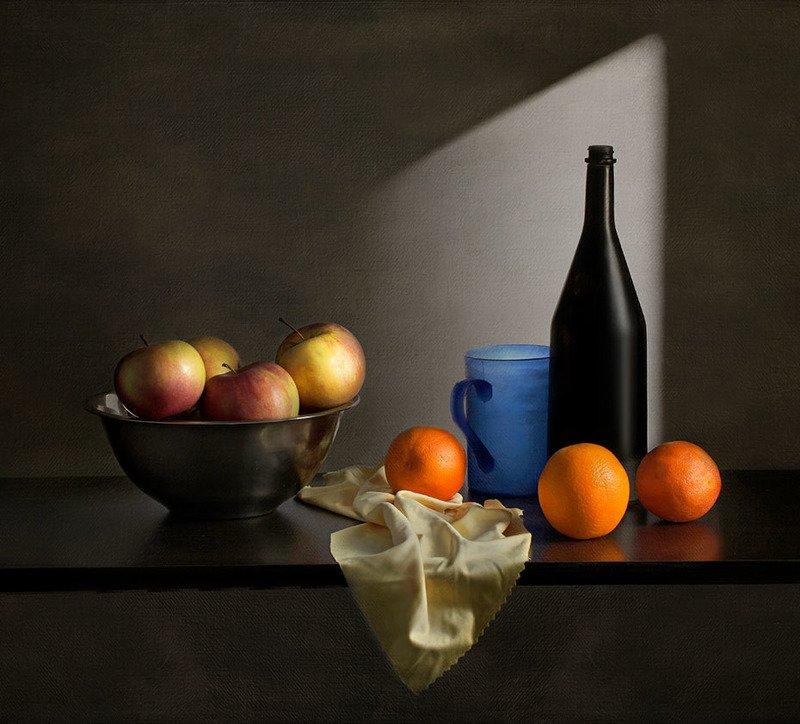 бутылки и фруктыphoto preview