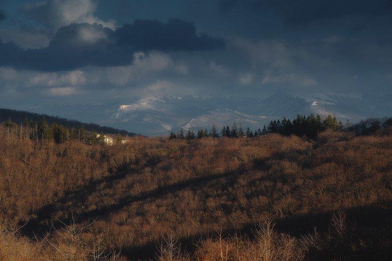 Посёлок Научный, вид на главную гряду Крымских гор.photo preview