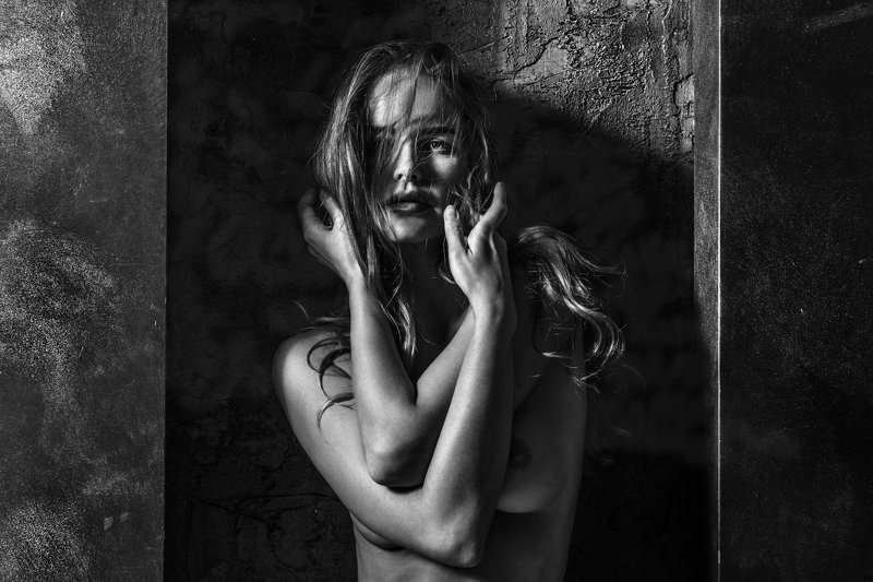 монохром, арт, девушка, волосы, глаза, руки, кисти, пальцы, гламур ***photo preview
