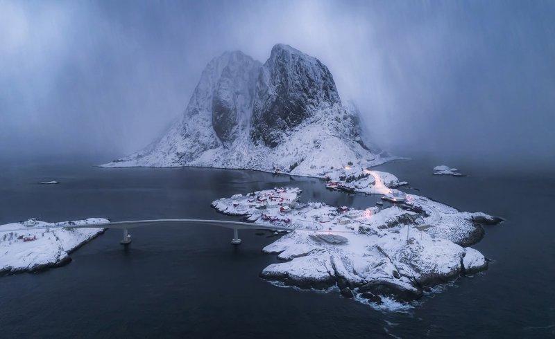 hamnoy , lofoten islands, norway, snowfall За минуту до снежной бури в Лофотенахphoto preview