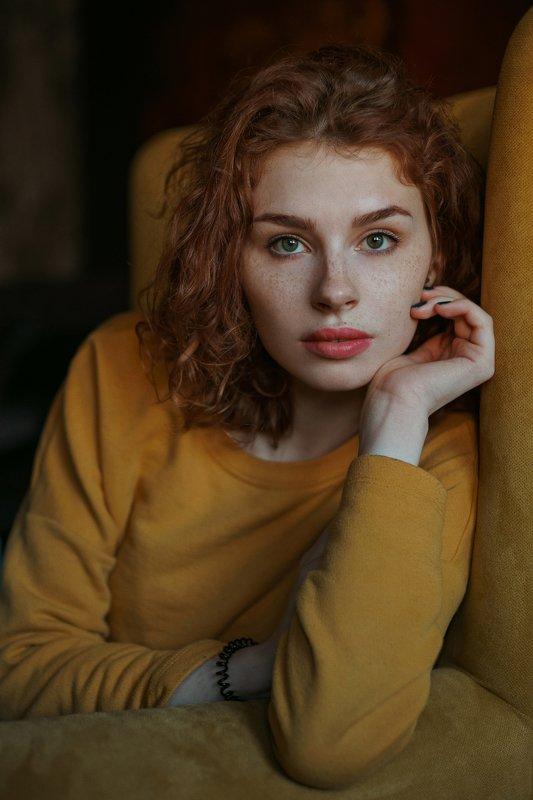 portrait, портрет, girl, indoor, yellow, studio, девушка, молодость, ламповый, retouch, ретушь, цвет, lamp Mariahnphoto preview