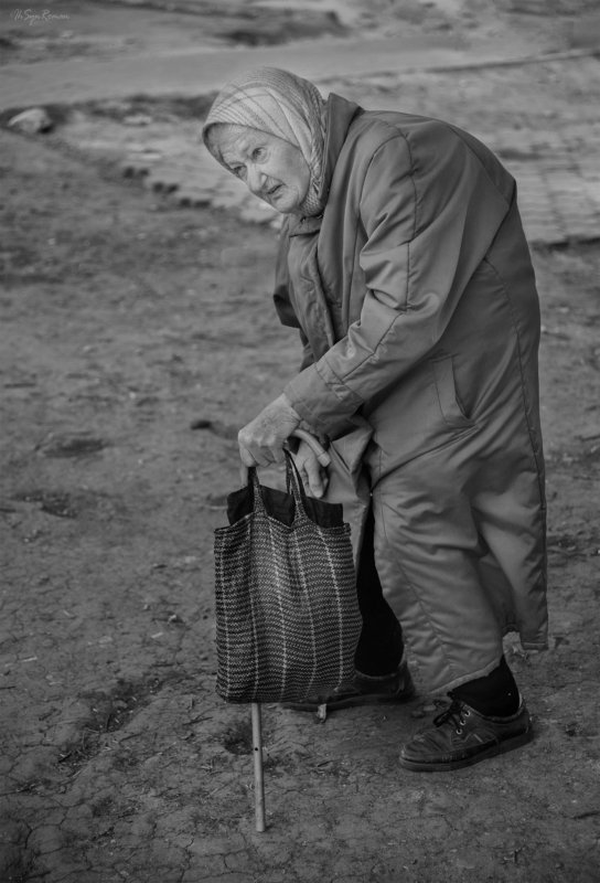 женщина,бабушка,жанр,улица ***photo preview