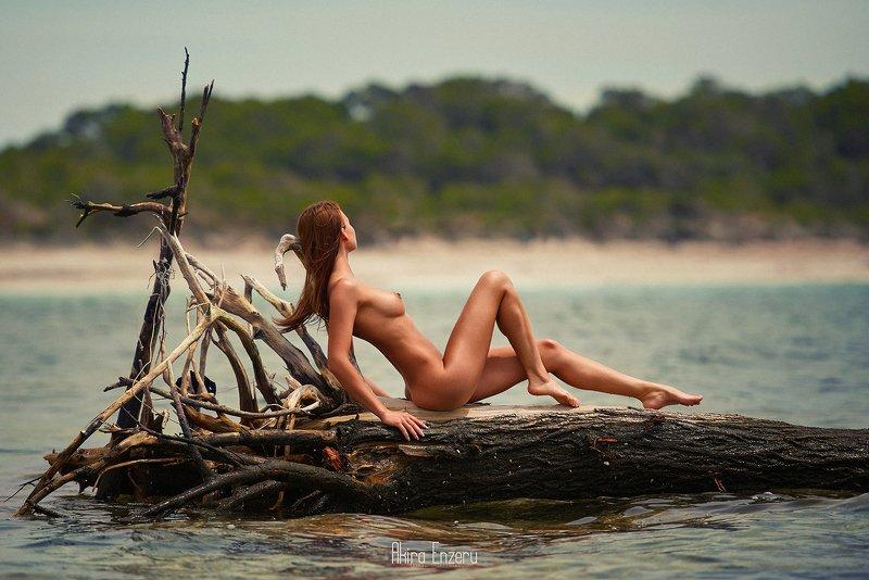 nude На маленьком плоту IIphoto preview