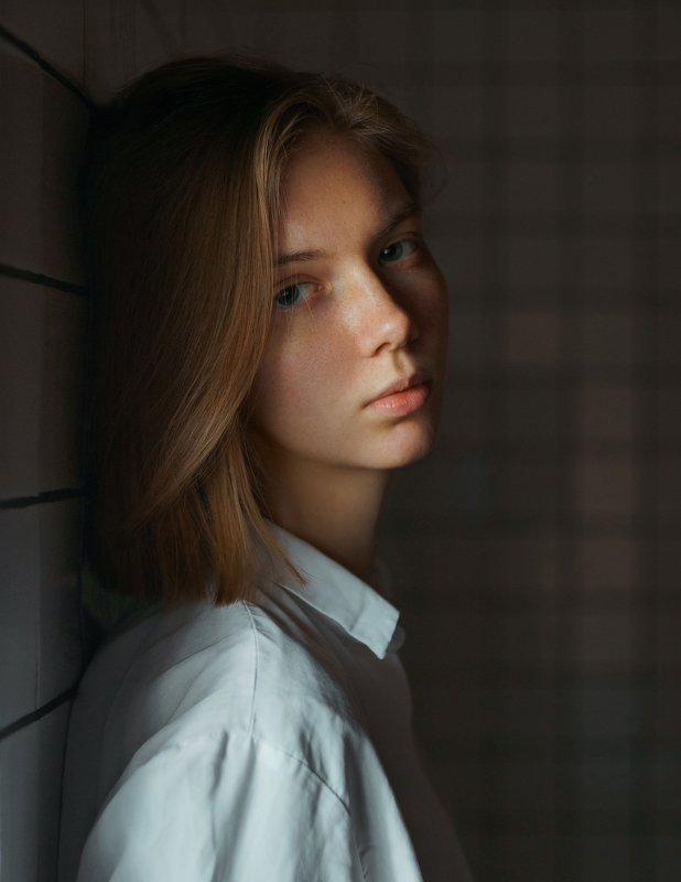 portrait, портрет, girl, indoor, studio, девушка, glass, december, ламповый, retouch, ретушь, цвет, lamp, sony Olhaphoto preview