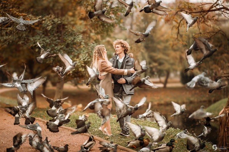 Осень, парень, девушка, романтика, любовь, голуби, корги Первая любовьphoto preview