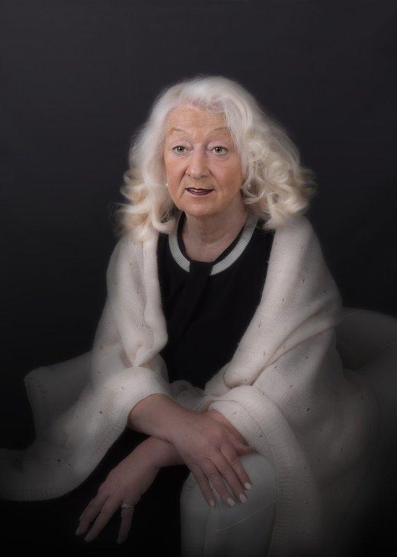 Дама элегантного возраста...photo preview