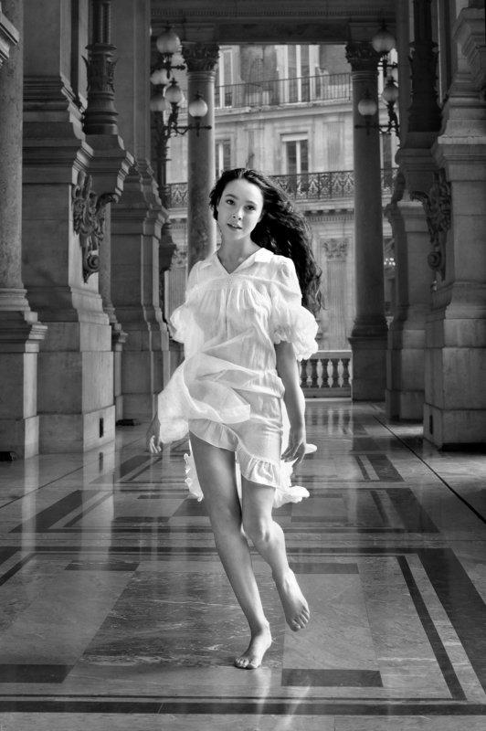 renaissance, venus, associative, girl, face, arms, hair, emotive, run, architecture, paris, bare, light, dress, monochrome, katerina khramova Tribute to Botticelliphoto preview