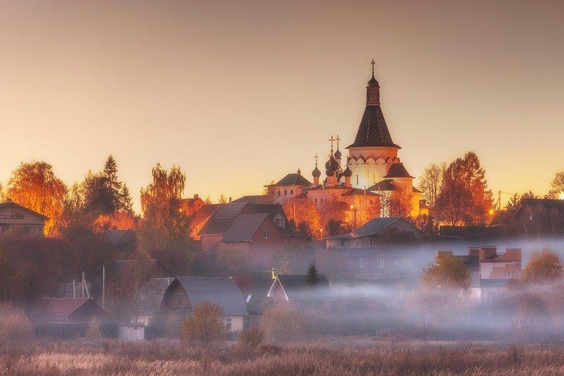 осень,туман,подмосковье,храм,закат Осенний туманphoto preview