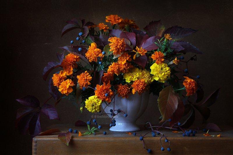натюрморт, цветы, бархатцы, осень, букет, девичий виноград Осенний букетphoto preview