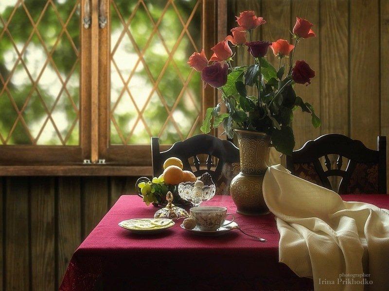 натюрморт, сервированный стол, чашка чая, букет, розы, интерьер Натюрморт с чашкой горячего чаяphoto preview