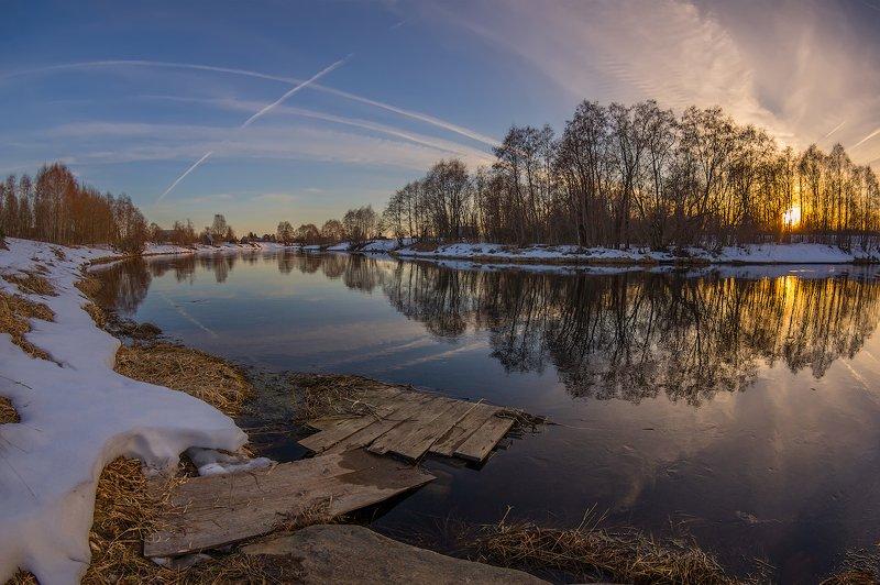 апрель река закат вечер сумерки проталины весна апрель на маленькой речкеphoto preview
