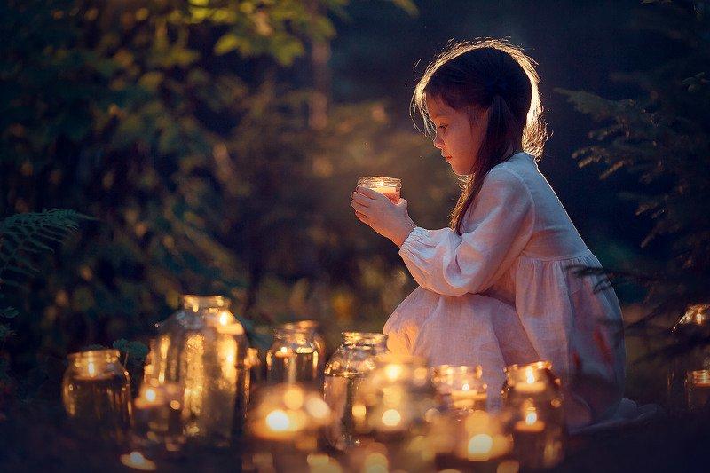 детская фотосессия, детство, волшебство, вечерняя фотосессия, Свечиphoto preview