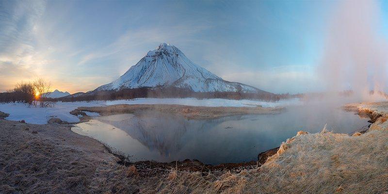 камчатка, пейзаж, озеро, природа, путешествие, фототур, отражение, весна Утро у горячей рекиphoto preview