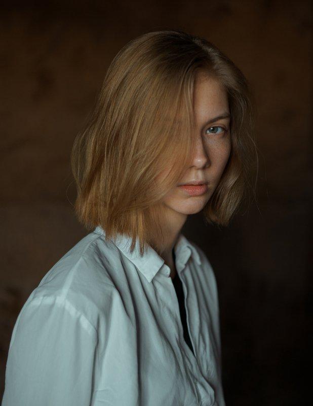 portrait, портрет, girl, indoor, studio, девушка, glass, march, ламповый, retouch, ретушь, цвет, lamp, sony Olhaphoto preview