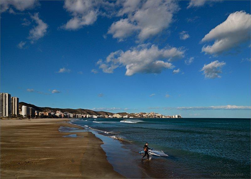 море, пейзаж, волны, вода, небо, облака, город Обогнать ветерphoto preview