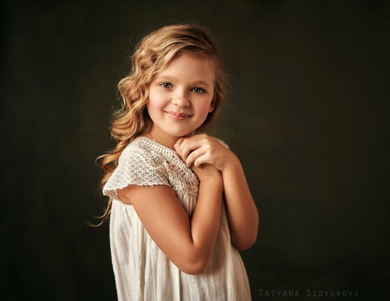 девочка, красивая, блондинка, красивый портрет, портрет, tanyasid Портрет кудрявой восьмилетней девочки при свете из окнаphoto preview