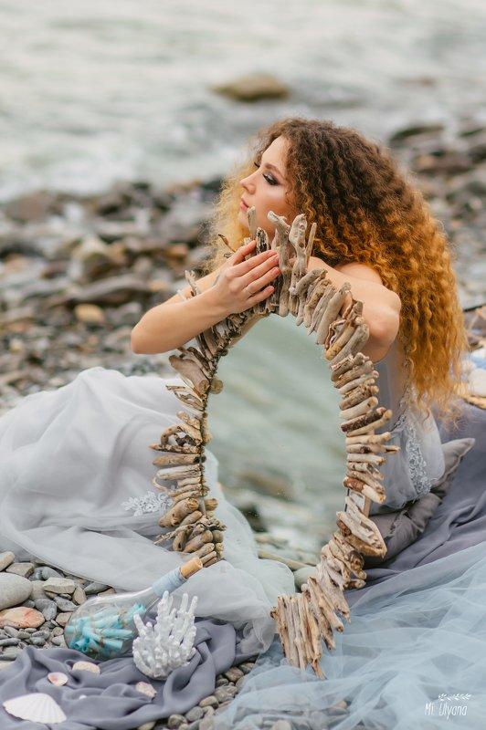 Влюблённая в мореphoto preview