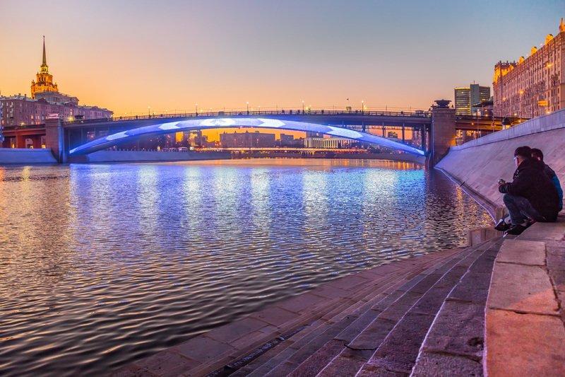 москва, вечер, река, мост, метромост, закат, набережная Огни на рекеphoto preview