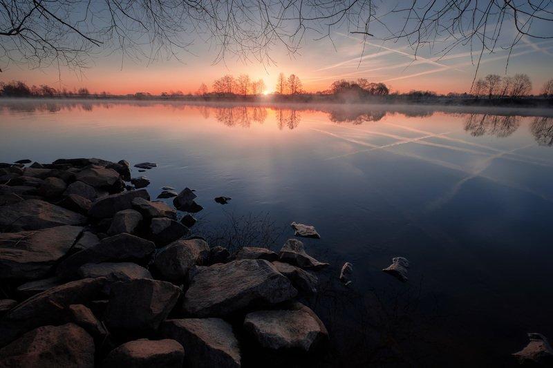 дубна, река, апрель, весна, отражения, камни, рассвет, туман, самолеты Камни и отраженияphoto preview