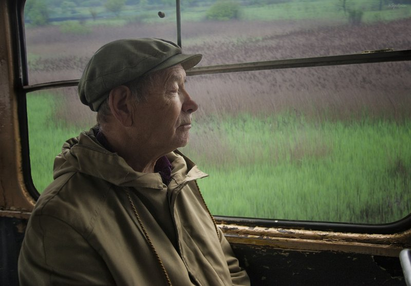 мужчина,транспорт,трамвай,окно,пейзаж,жанр О снах ...photo preview