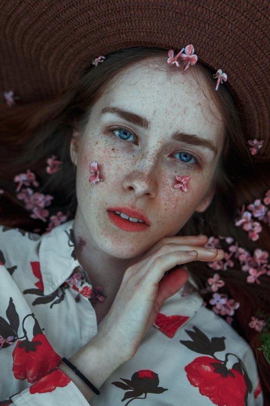 portrait, портрет, girl, redhair, portraiture, outdoor, девушка, молодость, май, весна, spring, lilac, retouch, ретушь, цвет, сирень Irinaphoto preview